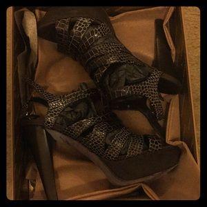 Donald Pliner woman's heels